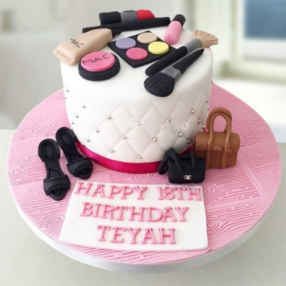 Pleasant Diva Desire Cake A Very Lady Like Cake Indeed The Mac Cake Is Funny Birthday Cards Online Alyptdamsfinfo