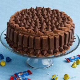 Crunchy Kit Kat Cake - 500 Gm