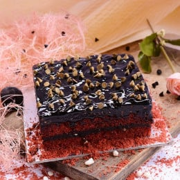 Special Red Velvet Brownie Cake - 500 Gm