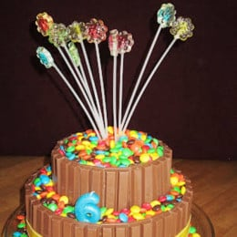 Kit Kat Gems Cake - 2 KG