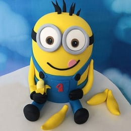 Minion With Bananas Cake - 2 KG