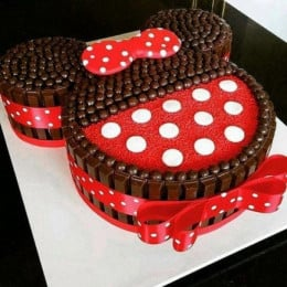 Minnie Mouse Kit Kat Cake - 2 KG
