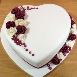 Divine Heart Cake - 1.5 kg