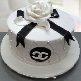 Black&White Rose Cake - 500 Gm