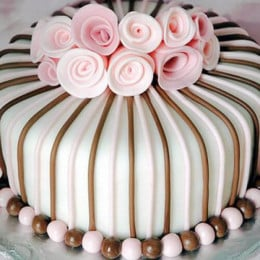 Rose Garden Cake - 500 Gm