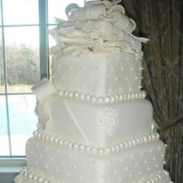 Pearl And Diamonds Cake - 6 KG