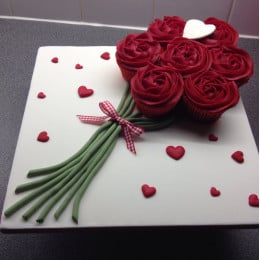 Exclusive Rose Bunch Cake
